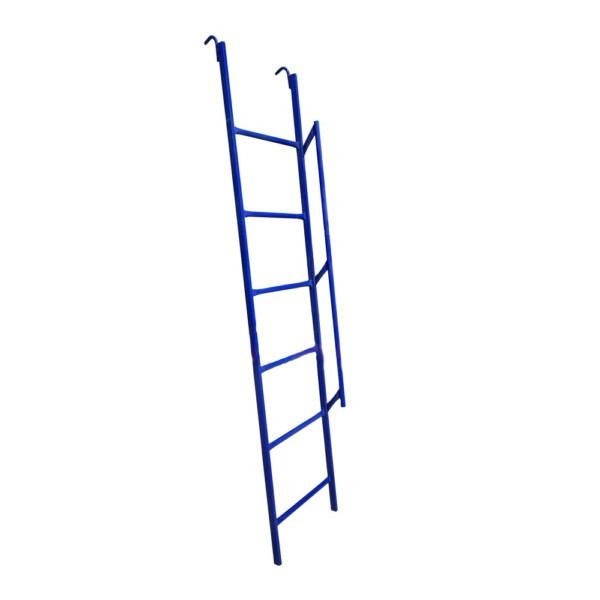 Лестница с широкими ступенями для хомутовых лесов